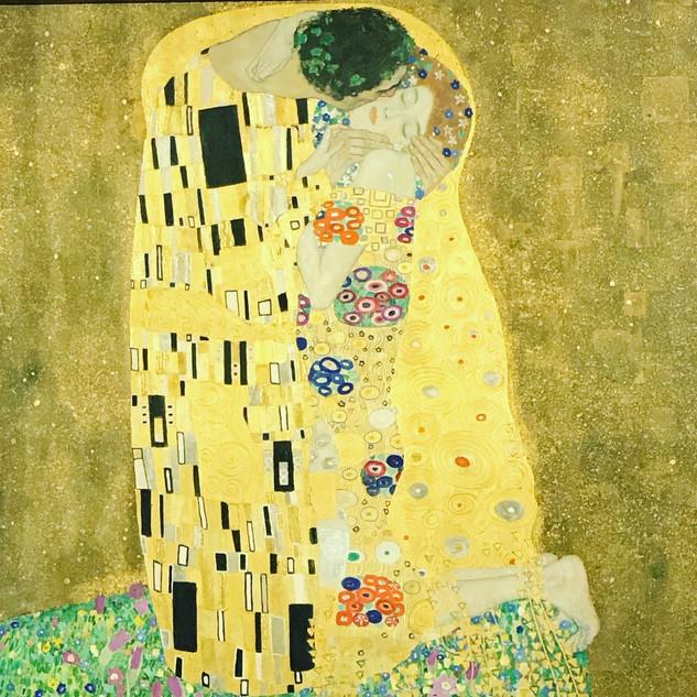 L'amour, quand il est intense et passionné, n'a souvent pas d'autre langage que les baisers. Henri-Frédéric Amiel
