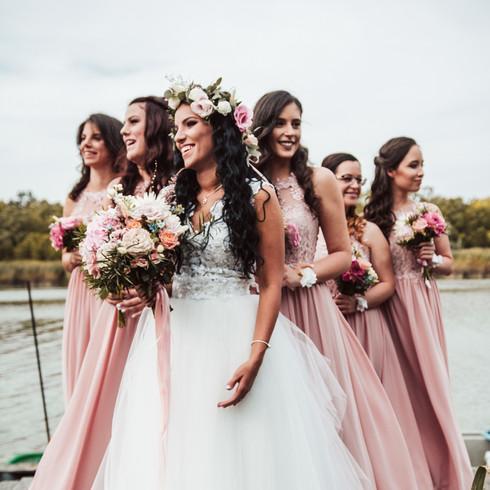 Vintage menyasszony és koszorúslányok