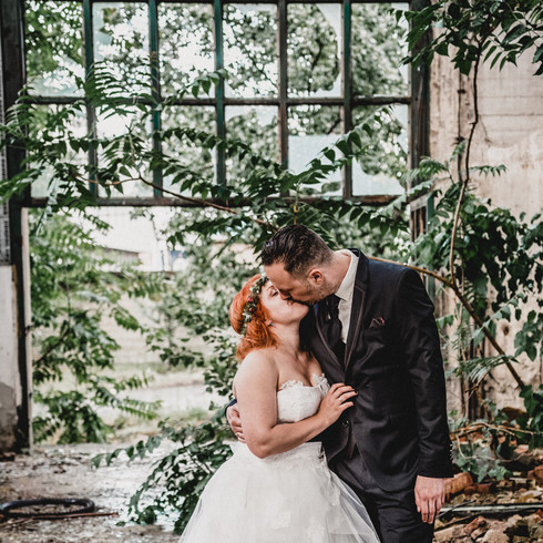 Csók az esküvő napján