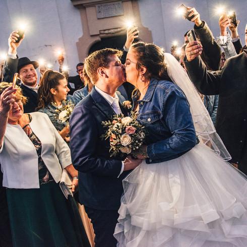Kreatív éjszakai esküvő csoportkép