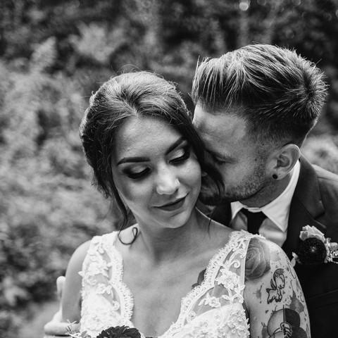 Elegáns tetovált vintage esküvő