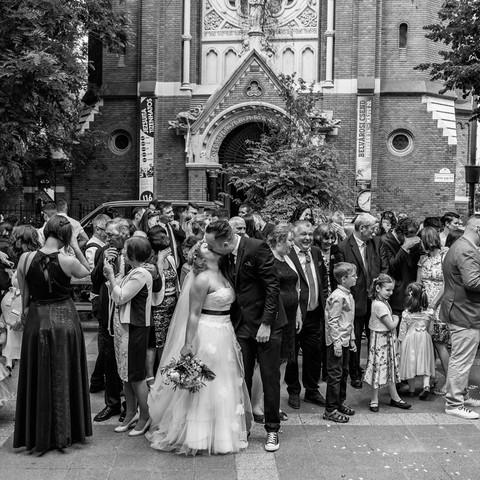 Templomi esküvői csoportkép