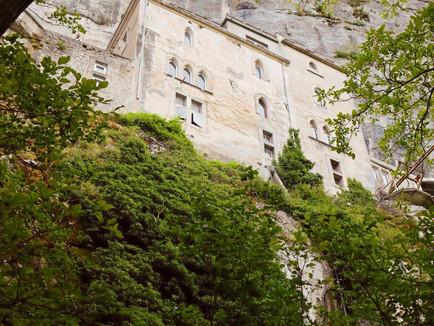 Découverte d'un sanctuaire    troglodyte au coeur du massif de la Sainte Baume