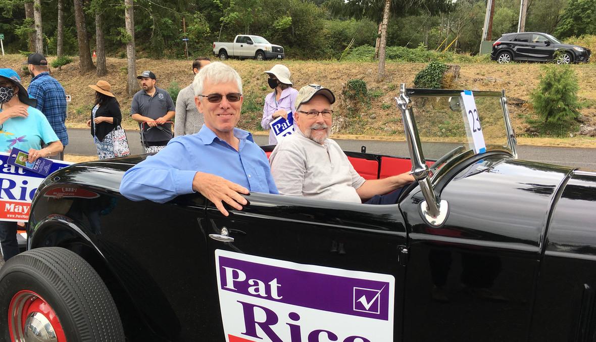 Pat Rice & Curt Esch at start of parade route.JPG