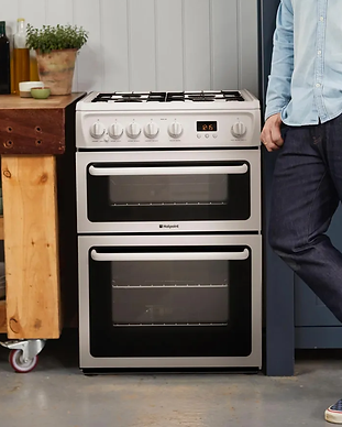 hag60p_wh_hotpoint_cooker_lifestyle_01.w