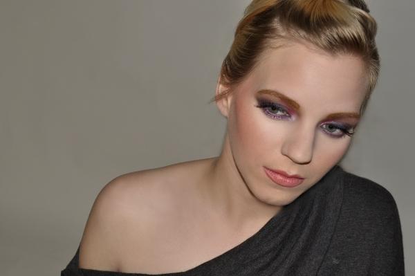 Soft edgy makeup