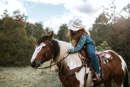 Why Horseback Riding Is a Fun Family Activity