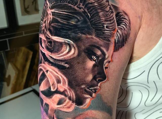 A piece I tattooed last week to symbolis