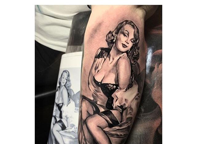 -PIN UP GIRL-_-_#tattoo #blackandgreytat