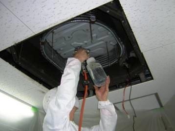 エアコン 熱交換器 消毒噴霧.jpg
