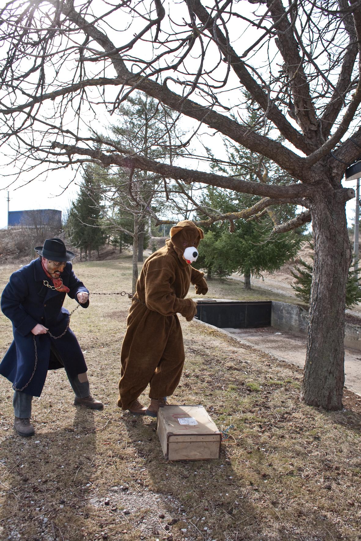 medved z gospodarjem