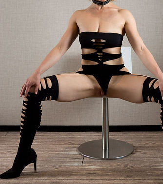 legs spread.jpg