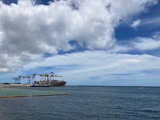 那覇港のガンマン