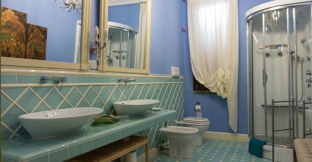 Villa bathroom Sicily