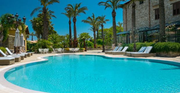 Pool villa in Sicily