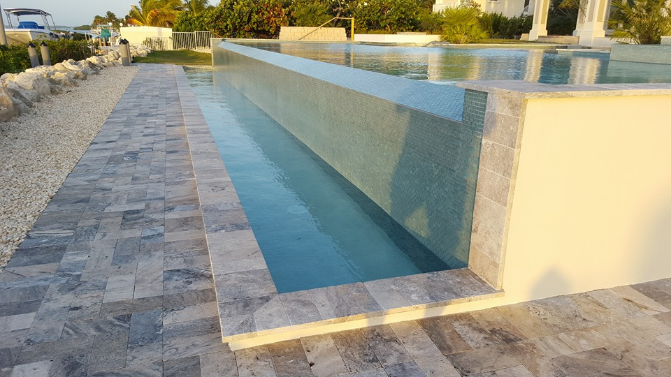 Infinity pool installation