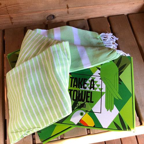 Handdoek Take a Towel groen - sauna -beach -picknick