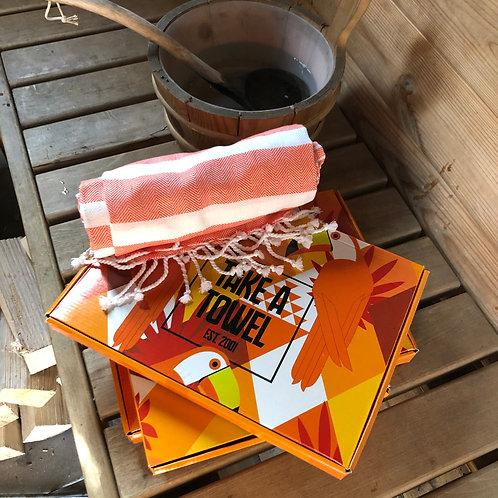 Handdoek Take a Towel - oranje - sauna -beach- picknick
