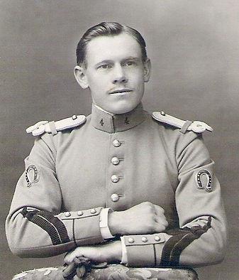 Emile Devaux en Hussard, Meaux (1912), source archives familiales