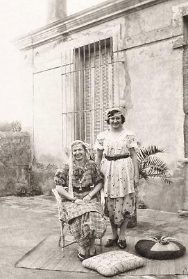 Josiane et Odette Vidal déguisées en mauresques, St-Maurice (1938), source archives familiales