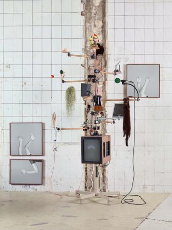 (유화수 이지양)데이지와 이상한 기계 v2, figure 연작   Daisy and Strange Machine v2, figure series