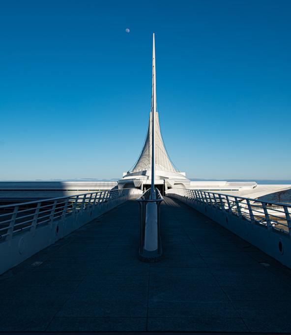 Skywalk into Milwaukee Art Museum