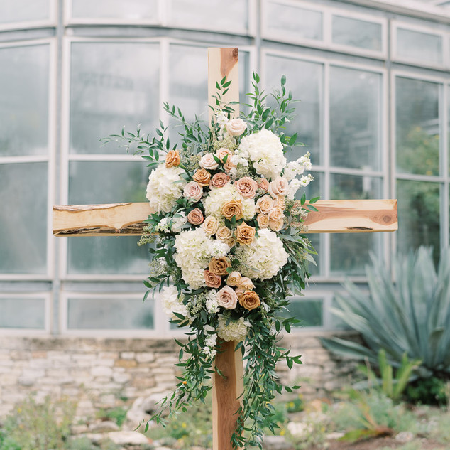 Greenhouse-Driftwood-Wedding-Holly-Marie