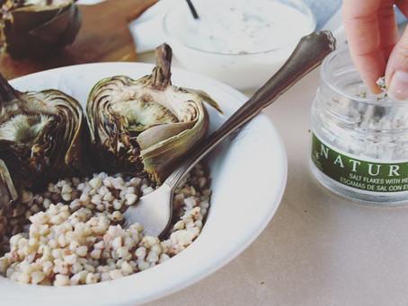 Alcachofas con quinoa y Escamas de Sal con Especias