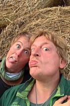 Aussteiger Vanlifer Paar beim Albern