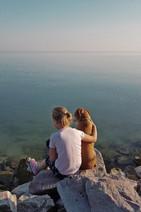 Mädchen Joline mit Hund Korny am Plattensee Balaton