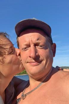 Aussteiger Vanlifer Weltenbummper Paar Kroatien