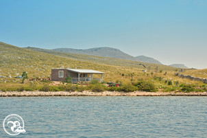 Einsames Haus auf einer Insel in den Kornaten in Kroatien