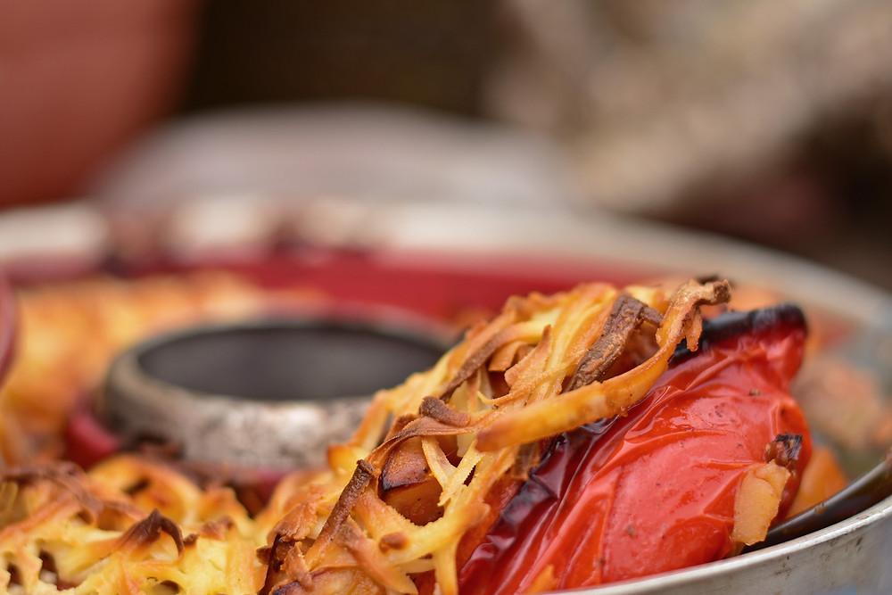 gefüllte Paprika mit Käse überbachen vegetarisch Campingbackofen Omnia