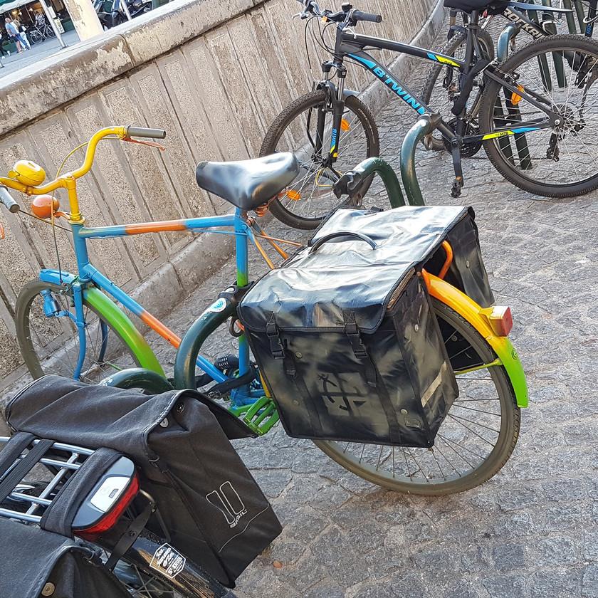 Cooler City-Cache im Fahrrad
