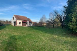 Grundstück mit großer Wiesen beim Haussitting in Ungarn