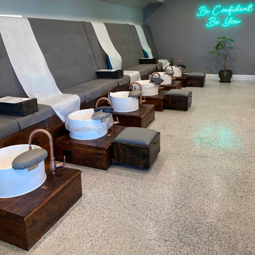 Pedicure benches with paper linings