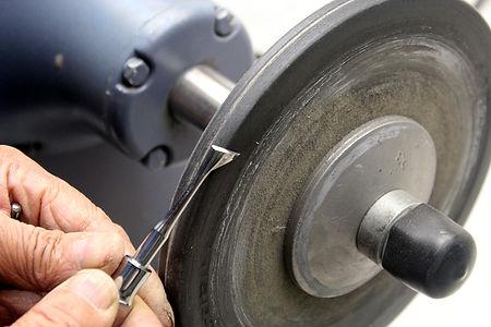 sharpening  dental instruments 9.jpg