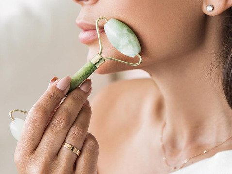 WHY WE ARE OBSESSED WITH THE JADE ROLLER!
