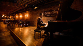 pianist-on-stage.jpg
