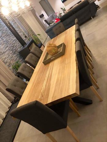 Table à manger en frêne olivier - Piétements X en acier noir mat