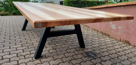 """Table à manger en frêne olivier - Piètement """"A"""" en acier noir mat"""