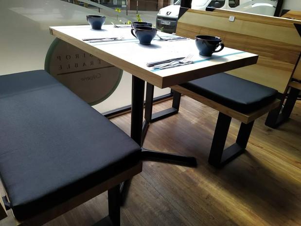 Bancs en frêne olivier et acier noir mat - Au Sirop d'Erable à Sarreguemines