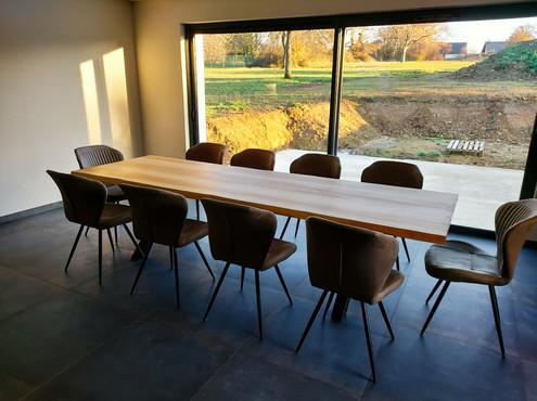 Table en frêne olivier - Piètement X acier noir mat