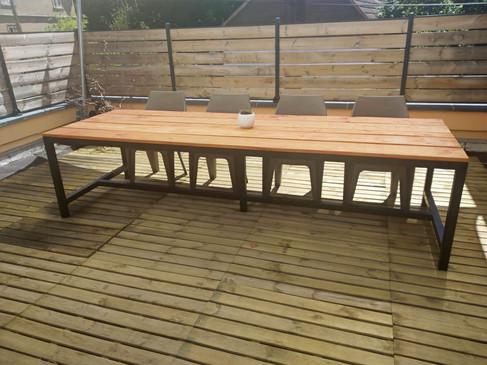 Table d'extérieur en douglas - Piètement acier noir mat