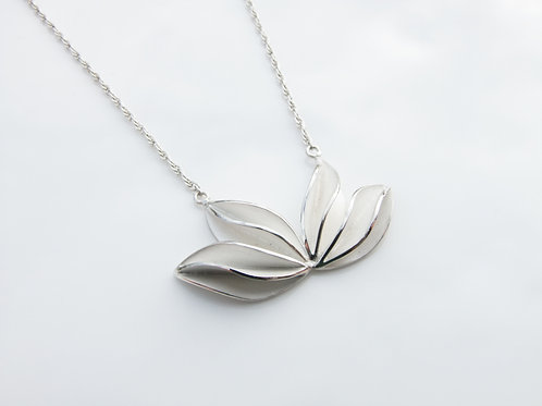 LARGE WAVE NECKLACE