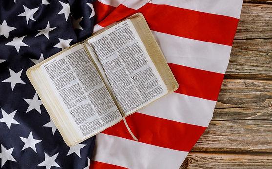 Biblia y bandera.jpg
