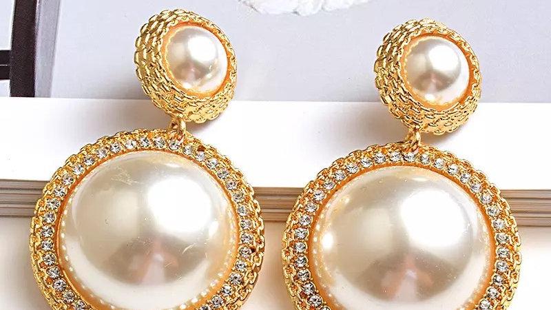 Big pearl earring