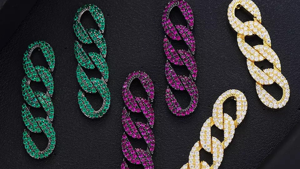 Chain earring  preorder only