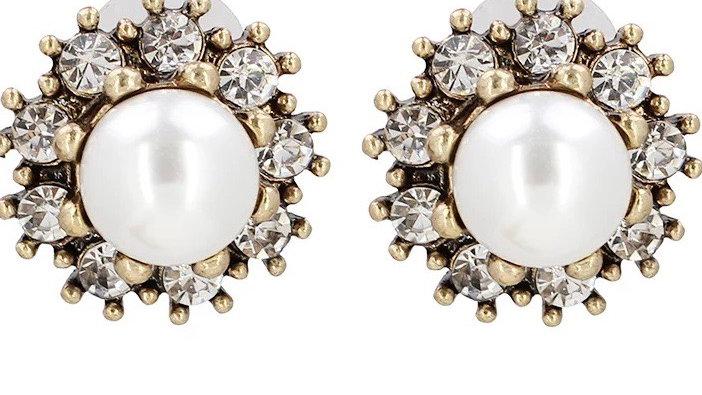 Vintage pearl stud