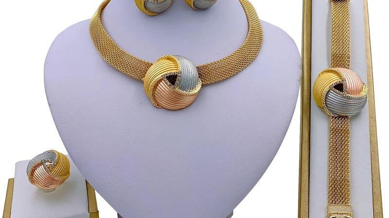 Three tone necklace set